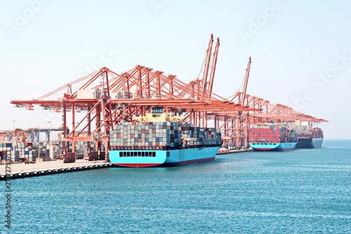 Spoed Foto op Canvas Poort Контейнерный терминал , порт Салалах, Оман, Индийский океан