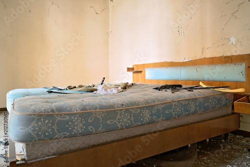 Photo Urbex Casa horror dimenticata camera da letto