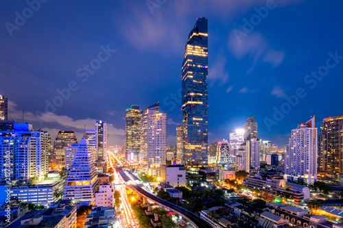 Tuinposter Stad gebouw Cityscape of business center in downtown of Bangkok during rush hour time,Thailand