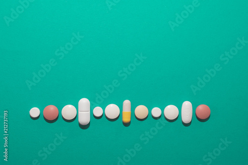 Fototapeta Tabletten und Medikamente