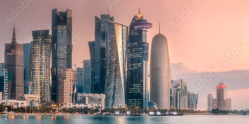 Papiers peints Con. ancienne The skyline of West Bay and Doha City Center