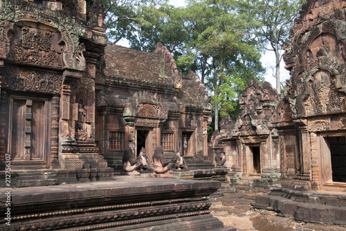 Foto op Plexiglas Bedehuis Angkor Cambodia, Monkey and lion guardians sitting at entrances of the sanctuary at the 10th century Banteay Srei temple