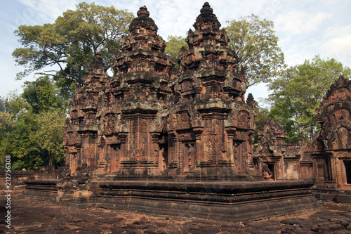 Tuinposter Bedehuis Angkor Cambodia, landscape of the 10th century Banteay Srei temple with jungle in background