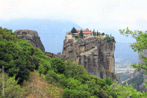 Papiers peints Con. ancienne Orthodox monastery of the Holy Trinity on one of the rocks of Thessaly in the nome of Trikala