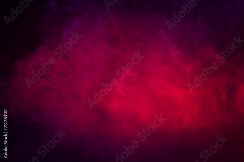 barwione-purpury-i-czerwien-dym-na-czarnym-tla-zblizeniu