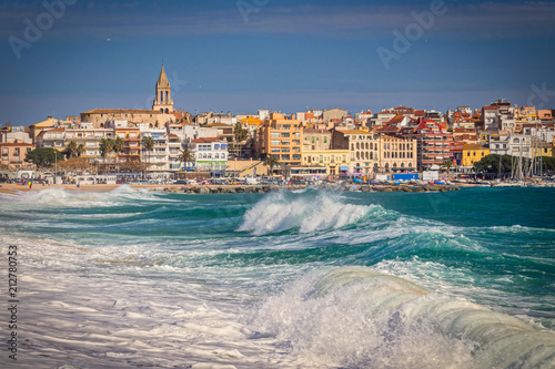 Tableau sur Toile Beautiful Spanish village Palamos in Costa Brava with big waves