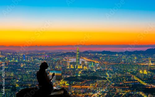 Fotobehang Seoel Female artist painting Seoul city skyline.
