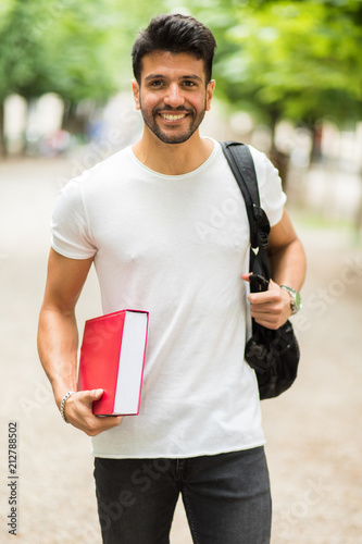 Spoed Foto op Canvas Wanddecoratie met eigen foto Smiling student outdoor in a college courtyard