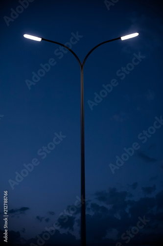 Photo street modern lantern on a background of the night sky