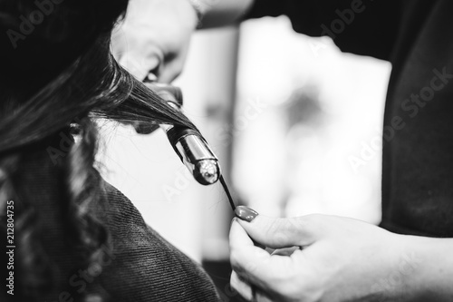 Fotografie, Obraz  Chez le coiffeur