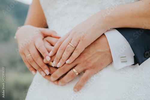 Fotografie, Obraz  Main dans la main entre mari et femme