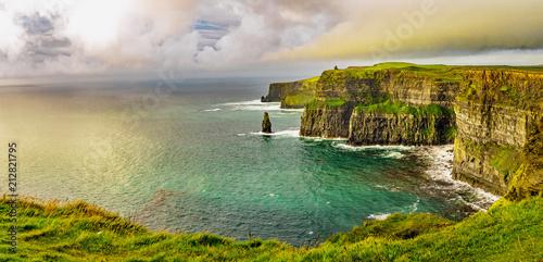 Cuadros en Lienzo Beautifull wild landscape of Cliffs of Moher in Ireland