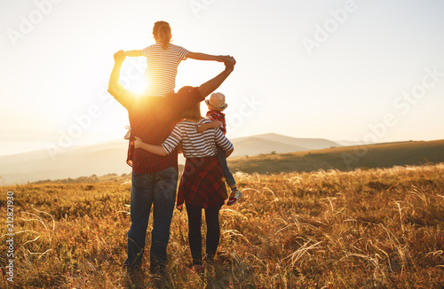 Canvas-taulu Happy family: mother, father, children son and daughter on sunset