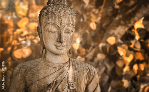 Foto op Plexiglas Xian holy statue of a buddhist monk praying in front of golden foliage