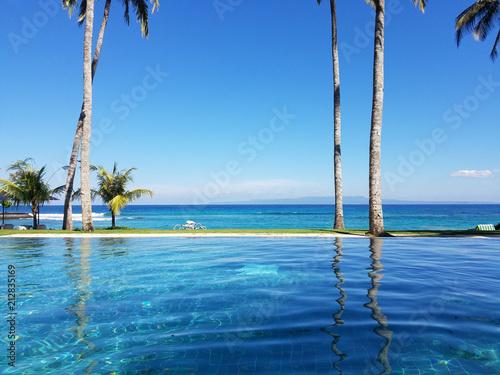 Fotografiet  Infinity pool in Bali, Indonesia