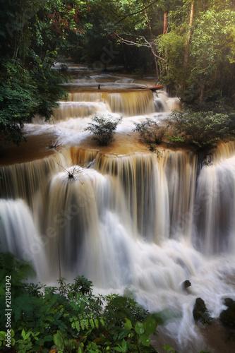 Foto  A beautiful view of Huay Mae khamin waterfall at Kanchanaburi province in Thailand