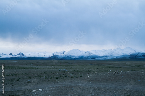 Spoed Foto op Canvas Nachtblauw view of snow mountain, Tibet