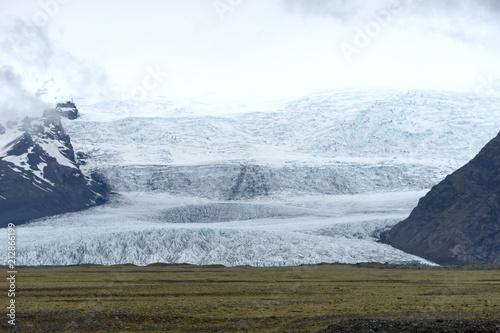 Fotobehang Gletsjers End from the glacier lagoon in Iceland