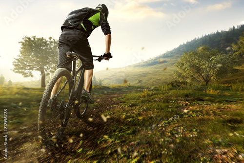 Photo  Mountainbiker im Gebirge
