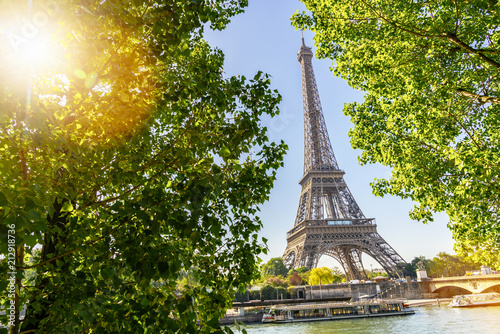Foto op Plexiglas Parijs Eiffel Tower in Paris at summer