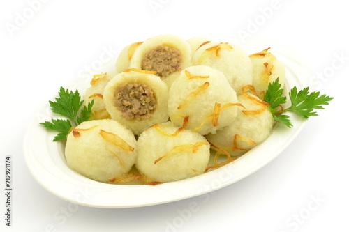 pyzy z mięsem i smażoną cebulą