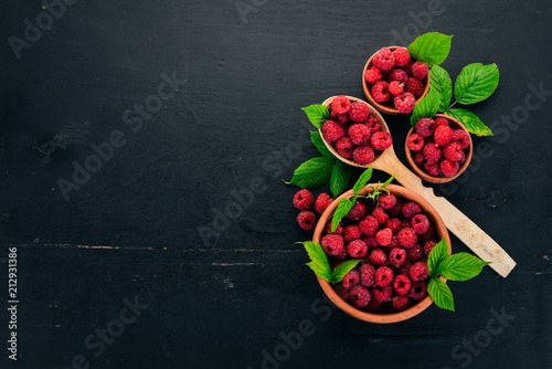 Photo Raspberry berries in a wooden spoon