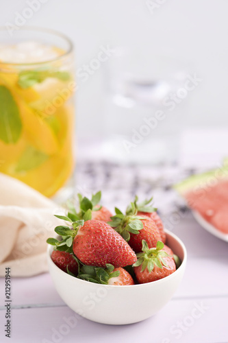 Foto op Canvas Restaurant strawberries and iced tea