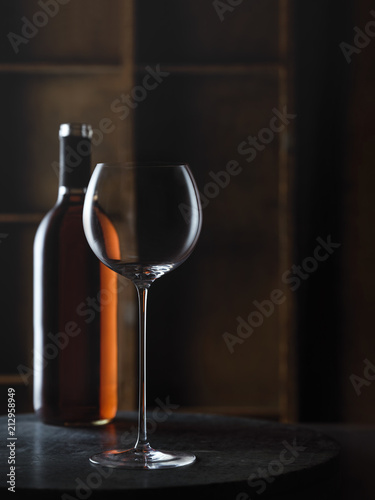 Foto op Plexiglas Wijn Wine Glass with rose wine bottle