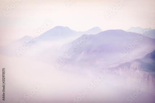 widok-gorski-wczesny-poranek-mgle