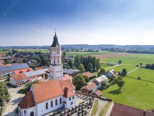 Vászonkép  Luftaufnahme Dorf mit Kirchturm im Allgäu