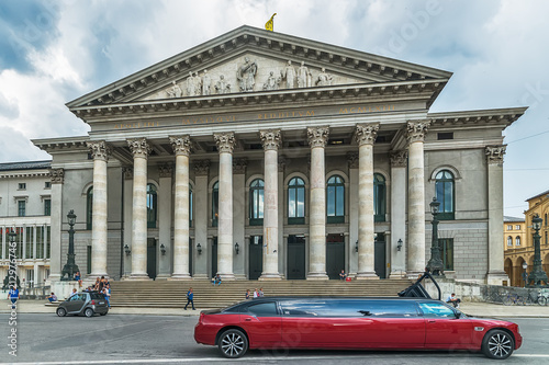 Papiers peints Opera, Theatre Munich, Germany June 09, 2018: National Theater neoclasical styled building and red limousine at Max Joseph square in old town.
