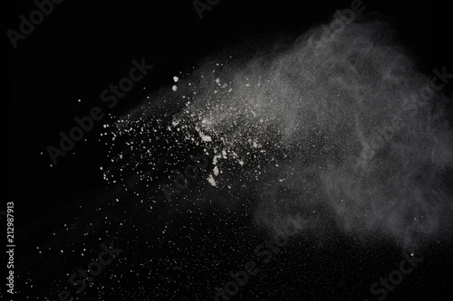 Fotografía  Explosion of white powder isolated on black background