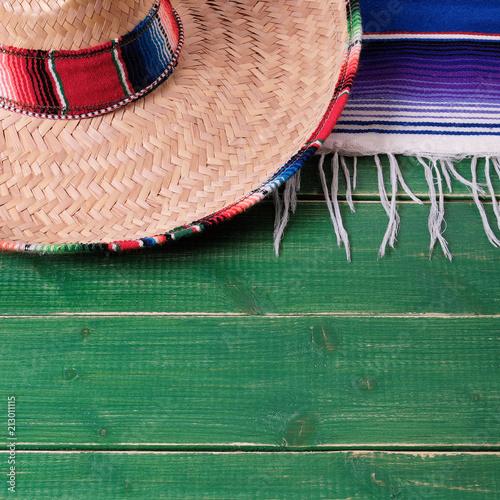 Foto op Aluminium Centraal-Amerika Landen Mexico cinco de mayo fiesta wood background mexican sombrero