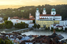 Inn River With Marienbrucke Bridge, At The Back The Opera House And Theatre, The Parish Church Of St Paul And St. Stephen's Cathedral, On The Right The New Bishop's Residence, Historic Centre, Passau, Lower Bavaria, Bavaria, Germany, Europe