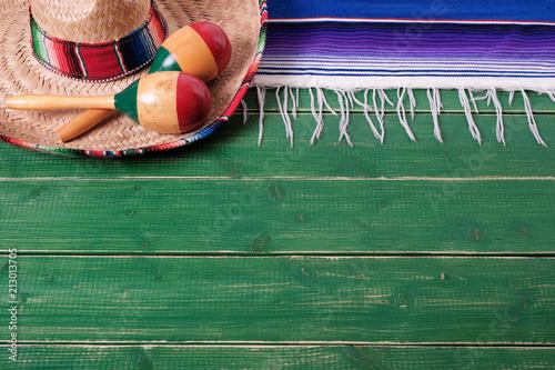 Foto op Aluminium Centraal-Amerika Landen Mexico background border mexican sombrero maracas fiesta wood