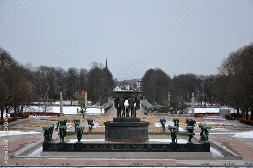 Photo  Vigeland Sculpture Park on a breezy winter day