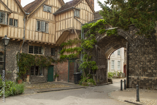 Foto op Aluminium Oude gebouw Half timbered medieval houses just inside the King's Gate in the ancient city walls of Winchester, Hampshire, UK