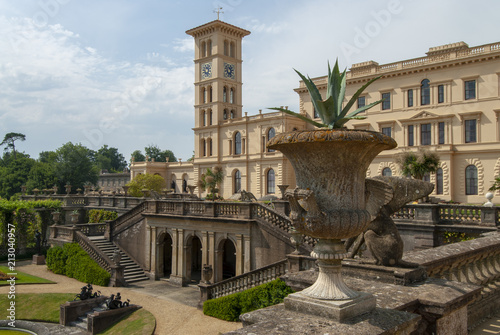Fotografía Summer day view of Osborne House and gardens, Cowes, Isle of Wight, UK