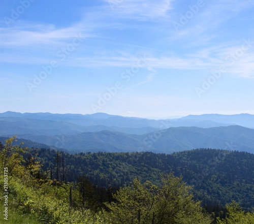 Tuinposter Blauwe hemel A view of the great smoky mountain from the top.