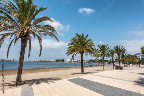 Foto The beach ar Roses on Cape Creus Costa Brava Spain