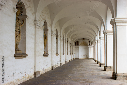Arcade of colonnade in flower garden of Kromeriz Fototapeta