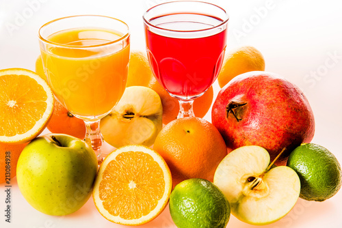 Foto op Canvas Sap Ripe fruit and juice. Glasses of juice and fruits isolated on white.