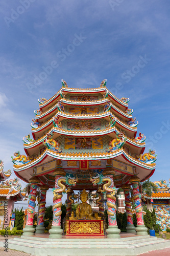 Tuinposter Bedehuis Chinese Temple in Thailand