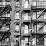 Fototapeta Nowy Jork - A fire escape of an apartment building in New York city. Graphical black and white image.