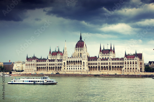 Keuken foto achterwand Boedapest The Hungarian Parliament Building, also known as the Parliament of Budapest.One of Europe's oldest legislative buildings, a notable landmark of Hungary and a popular tourist destination of Budapest