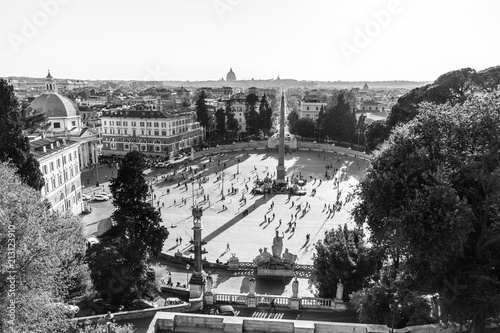 Foto op Aluminium Centraal Europa Aerial view of people, sculptures, fountain and churches on Piazza del Popolo in Rome, Italy. Black and white image.