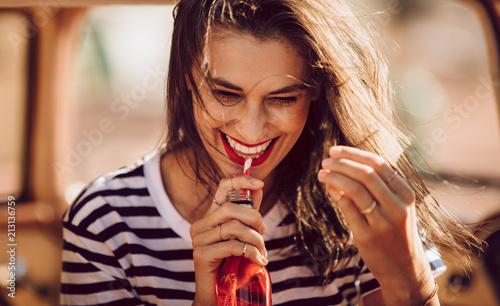 Obraz na płótnie Beautiful young woman drinking soda