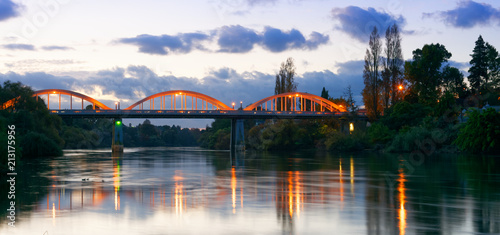 Cuadros en Lienzo Dusk along the Waikato River in Hamilton, New Zealand