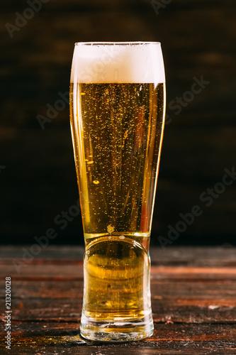In de dag Bier / Cider Cold Beer on Dark Background