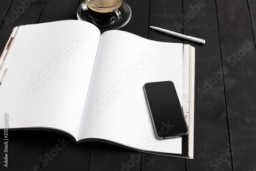 Foto  Mock-up magazine or catalog on a wooden table.